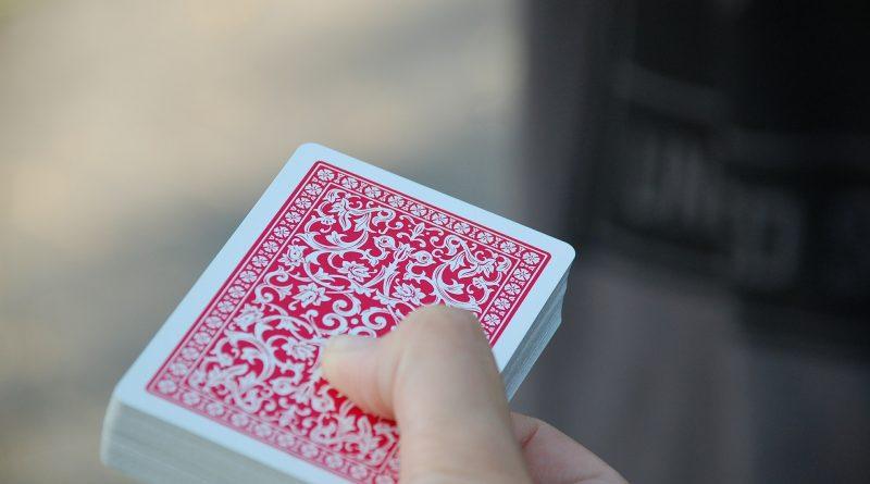 Trainiere dein Gedächtnis mit Kartenspielen
